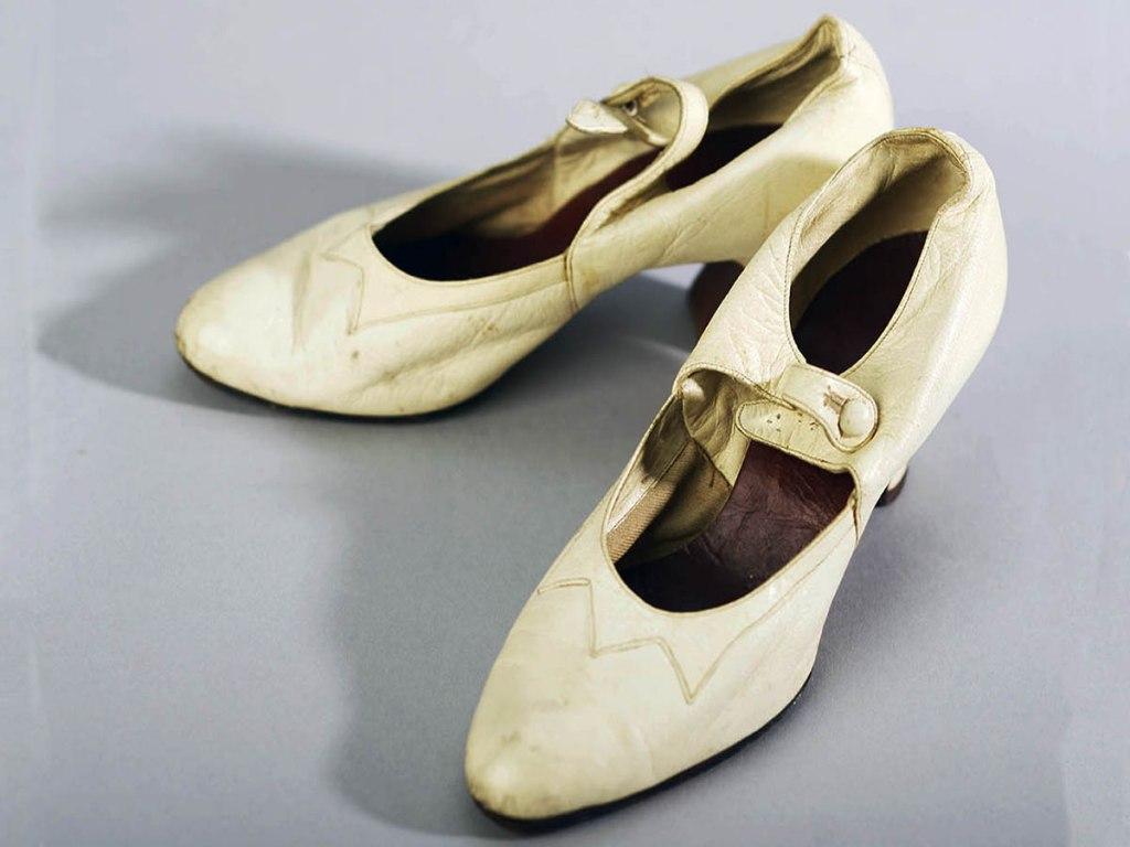 <p>Dámská kožená obuv 20. - 30. léta 20. století.</p>