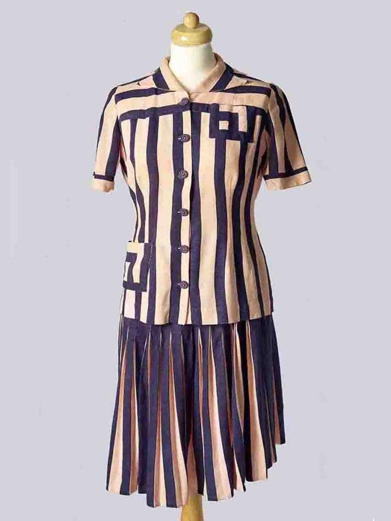 <p>Kostýmek z bavlněného plátna, 40. léta 20. století.</p>