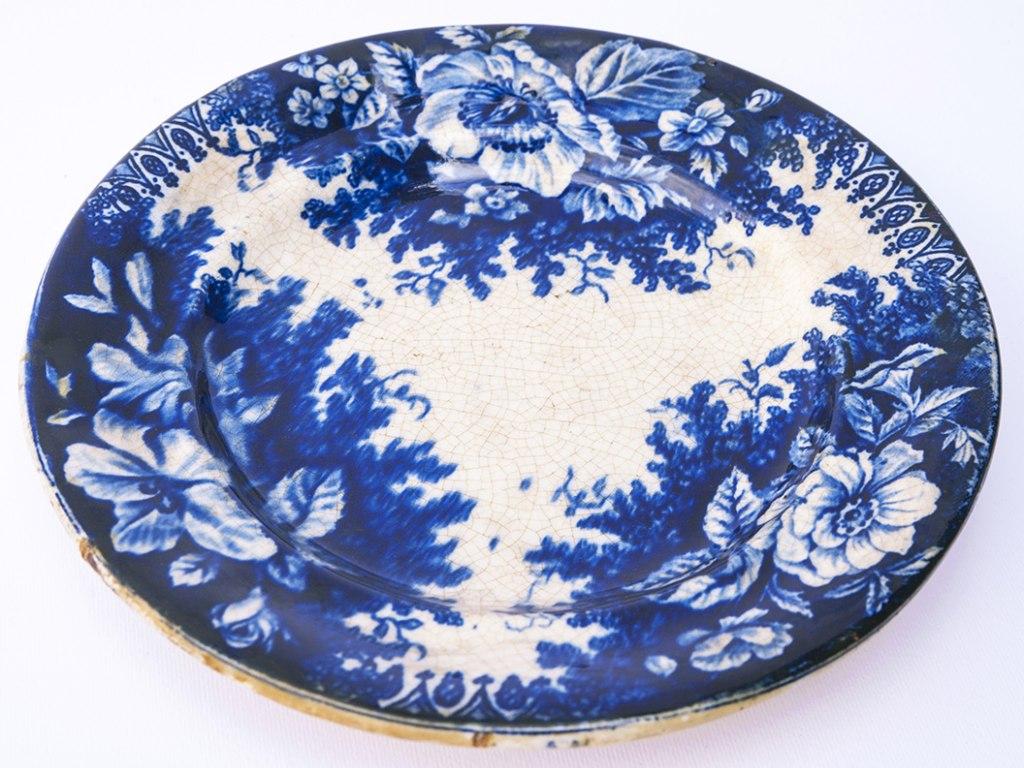 <p>Kameninový talíř, Stará Role (Altrohlau), kol. poloviny 19. století</p>