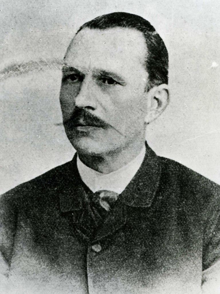 <p>Originální černobílé foto básníka a spisovatel Josefa Svatopluka Machara (1864 – 1942) svlastnoručním podpisem.</p>